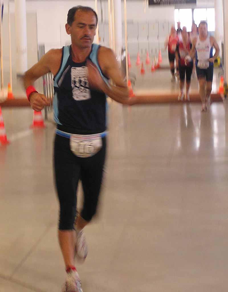 Yanis Kouros: úsporný, ale p?ece energický pohyb rukou a nohou.