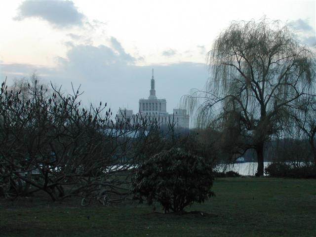Park nedaleko Paláce svobodných médií